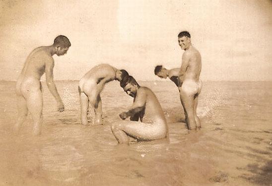 Gay Nude Men Bathing